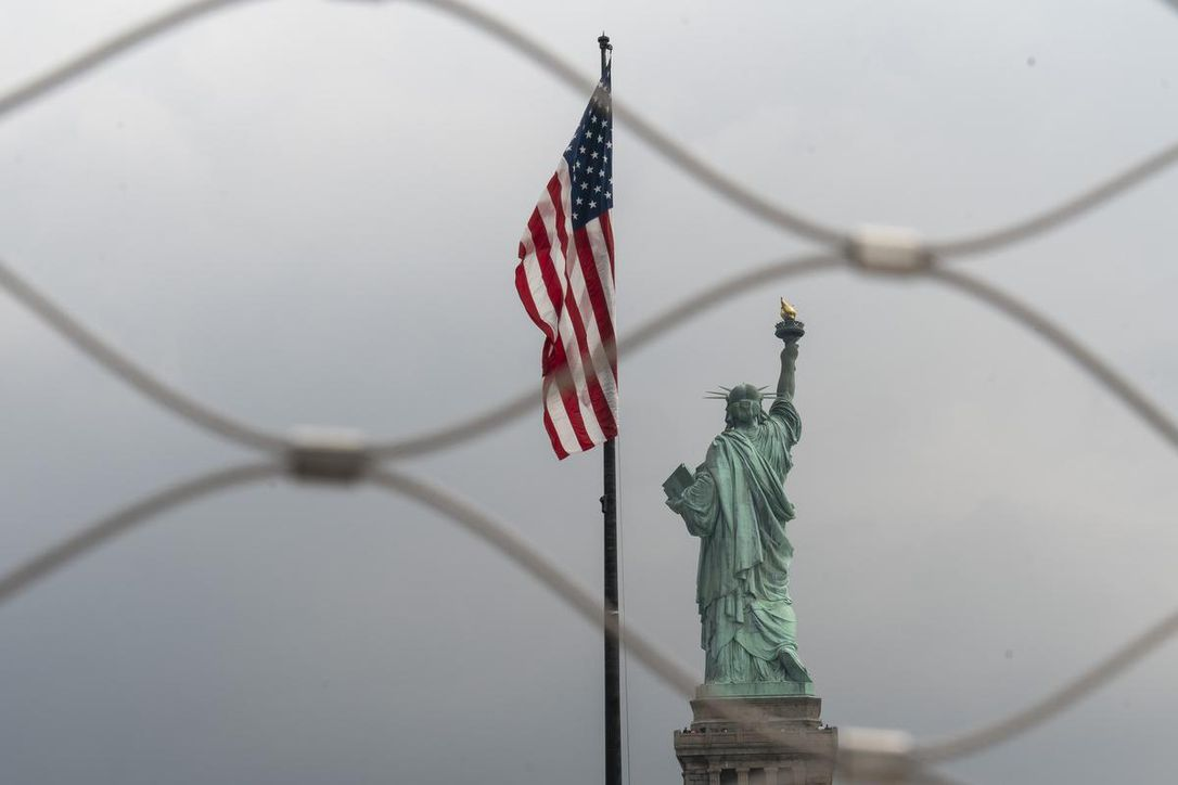 _1liberty_through_fence